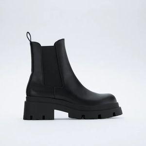 NWT. Zara Black Mid-Heel Ankle Boots. Size 7.5.
